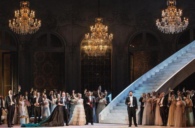 La traviata di Sofia Coppola con i costumi di Valentino torna (in digitale) al Teatro dell'Opera di Roma zerkalo spettacolo