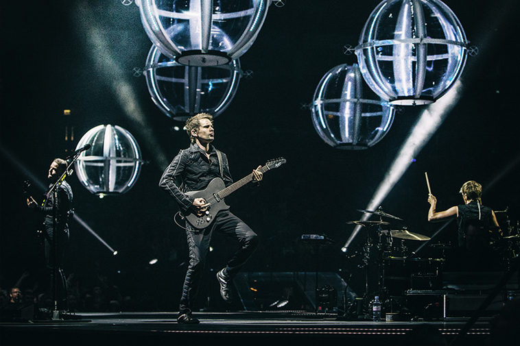 muse drones world tour cinema zerkalo spettacolo