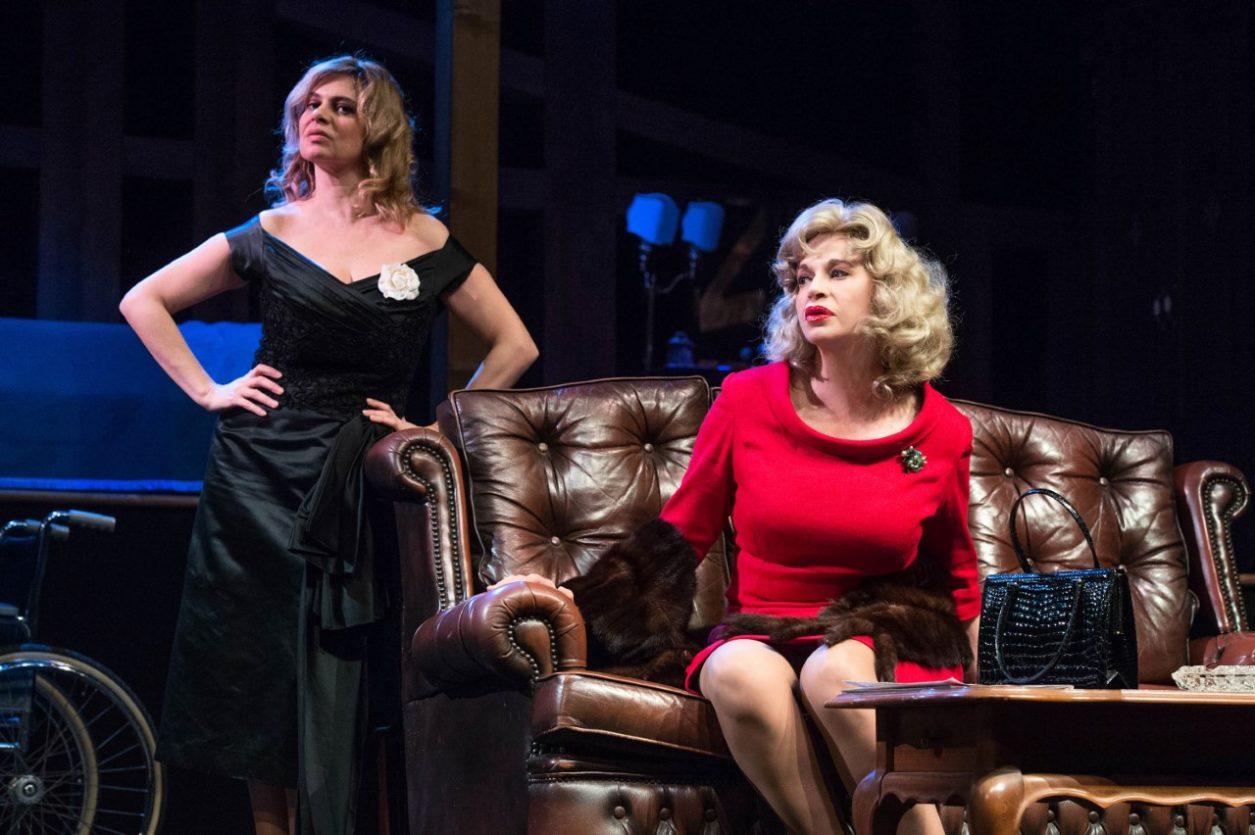 otto donne e un mistero teatro quirino zerkalo spettacolo