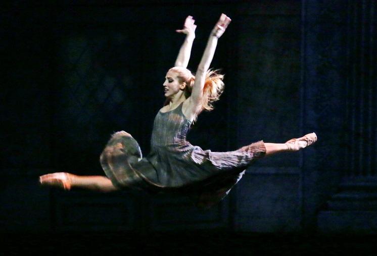 Cenerentola: al Teatro Brancaccio il balletto di Cannito/Prokofiev con l'étoile Virna Toppi