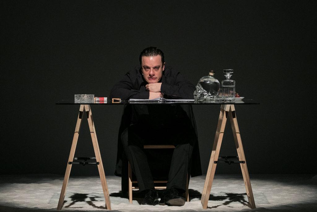 The night writer Giornale notturno Jan Fabre zerkalo spettacolo