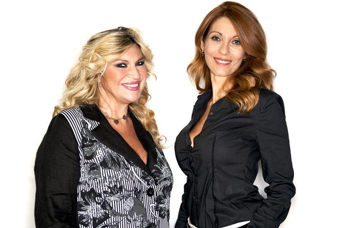 Qualcosa in comune al Tirso de Molina Milena Miconi e Nadia Rinaldi a sostegno di Salvamamme zerkalo spettacolo
