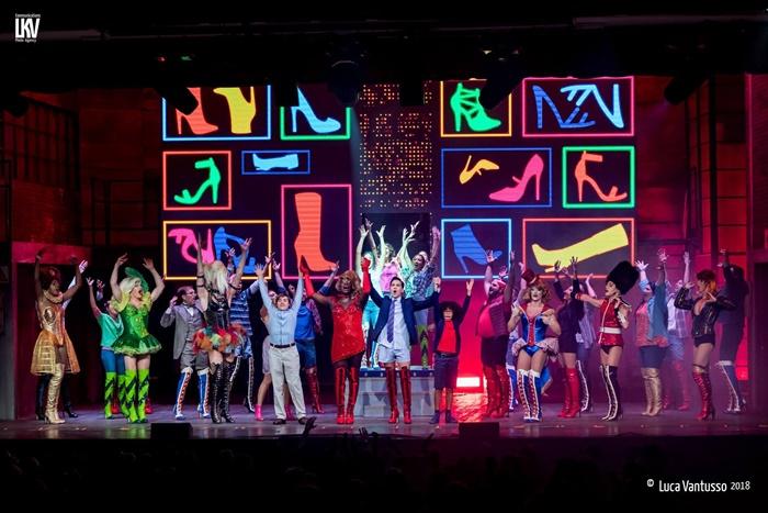 Kinky Boots al Brancaccio l'acclamato musical con le musiche di Cindy Lauper zerkalo spettacolo