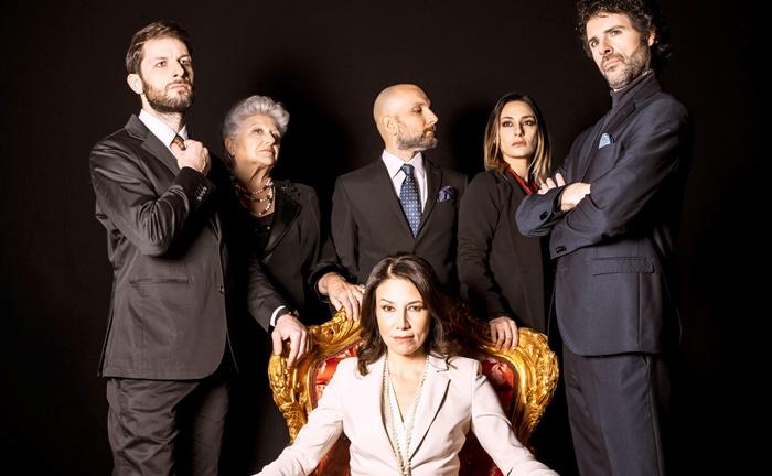 Una poltrona per Giulia al Teatro Tordinona la commedia al veleno con Beatrice Fazi zerkalo spettacolo