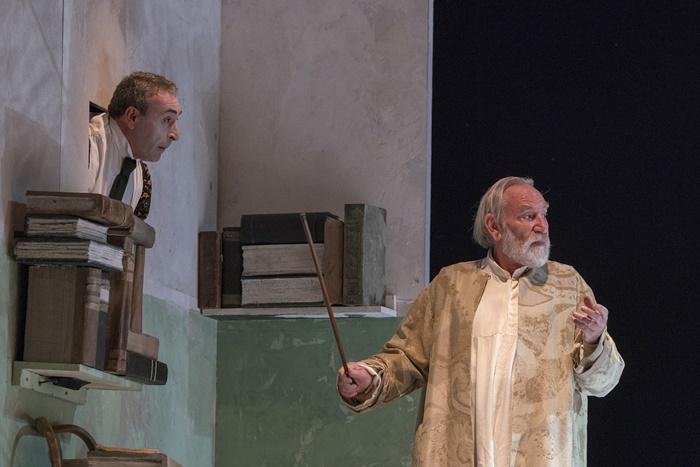 La Tempesta al Teatro Vascello Renato Carpentieri nella rilettura di Roberto Andò zerkalo spettacolo