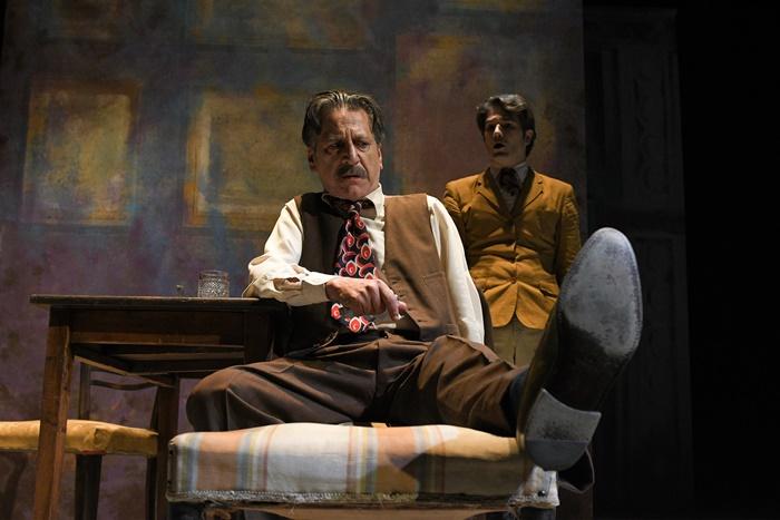 Arlecchino servitore di due padroni al Teatro Argentina la rilettura moderna di Valerio Binasco zerkalo spettacolo