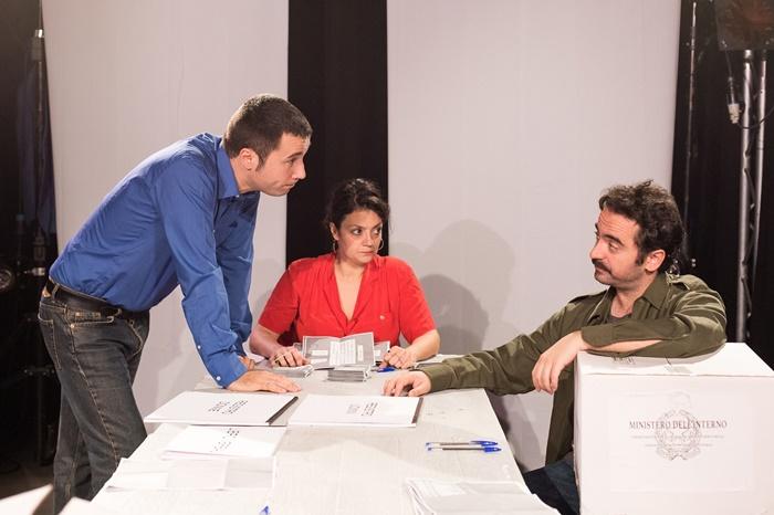 Piccola Patria al Teatro Argot Studio Lucia Franchi e Luca Ricci riflettono sulla politica contemporanea zerkalo spettacolo