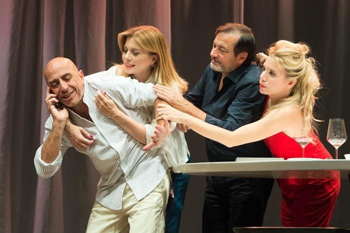Il Test al Teatro della Cometa Roberto Ciufoli dirige e interpreta la commedia spagnola campione d'incassi zerkalo spettacolo