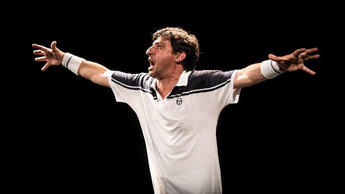 Roger Emilio Solfrizzi al Piccolo Eliseo nel monologo tennistico di Umberto Marino zerkalo spettacolo