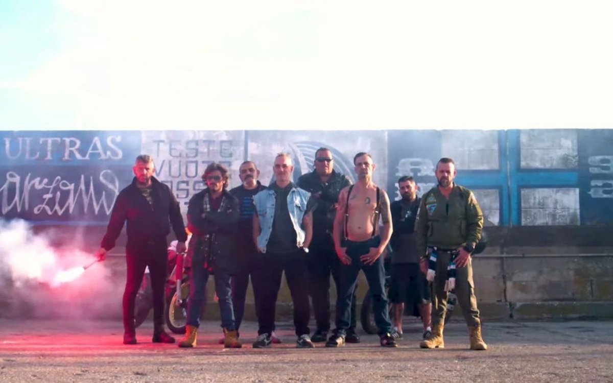 Ultras cast e prime immagini del nuovo film italiano di Netflix zerkalo spettacolo