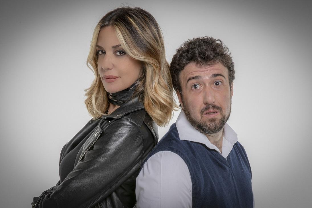 Una stanza al buio, la commedia gialla con Alessia Fabiani e Claudio Zarlocchi al Teatro degli Audaci zerkalo spettacolo