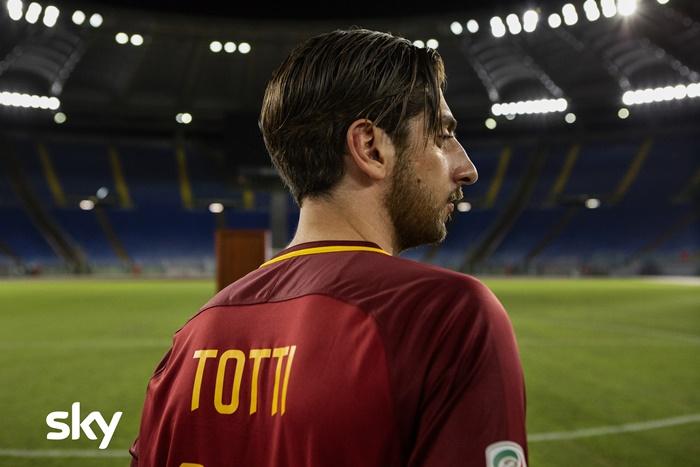 Speravo de morì prima, anticipazioni sulla serie su Francesco Totti con Pietro Castellitto zerkalo spettacolo