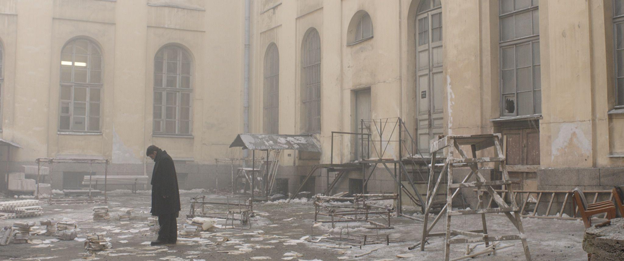 Dovlatov, a novembre al cinema il film vincitore dell'Orso d'Argento a Berlino zerkalo spettacolo