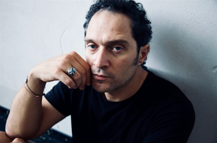 Christian, cast e anticipazioni della nuova serie Sky con Edoardo Pesce e Claudio Santamaria zerkalo spettacolo