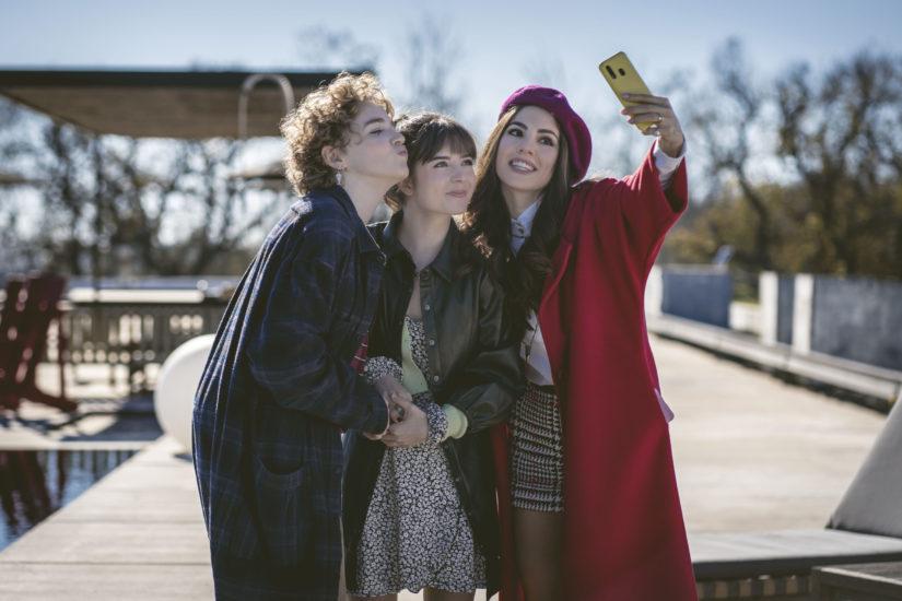 giulia de lellis nel nuovo film genitori vs influencer di michela andreozzi