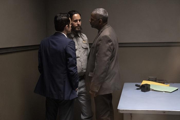 Fino all'Ultimo Indizio, prime immagini del thriller con Denzel Washington, Rami Malek e Jared Leto zerkalo spettacolo