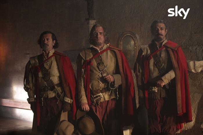 Tutti per 1 – 1 per tutti, il cast racconta la nuova avventura dei Moschettieri di Veronesi zerkalo spettacolo