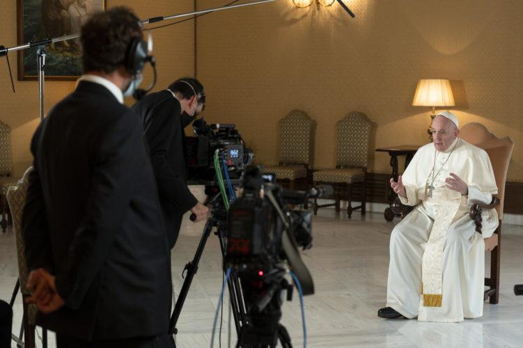 Netflix, nel 2021 arriva la docu-serie ispirata al libro di Papa Francesco anticipazioni zerkalo spettacolo