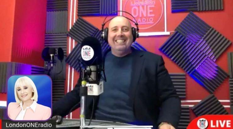 raffaella carrà ai microfoni di London one radio zerkalo spettacolo