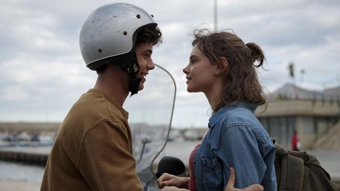 SULLA STESSA ONDA, prime immagini del nuovo film italiano di Netflix zerkalo spettacolo