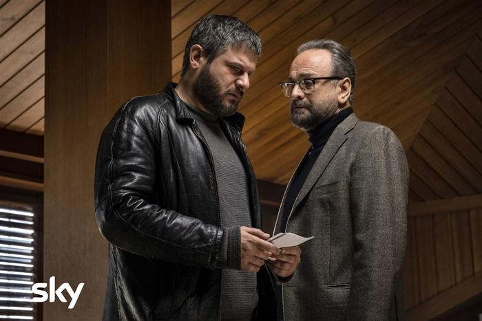 Ai confini del male, su Sky il film di Vincenzo Alfieri con Edoardo Pesce e Massimo Popolizio zerkalo spettacolo