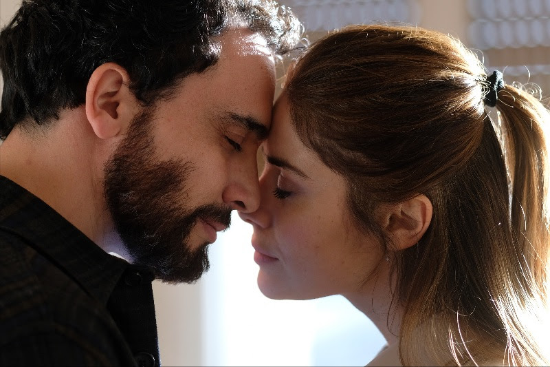 CHIAMAMI ANCORA AMORE, prime immagini e anticipazioni della serie Rai con Greta Scarano e Simone Liberati zerkalo spettacolo