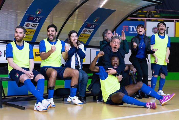 Crazy for Football - Matti per il calcio, tutto sul tv movie di Volfango De Biasi con Tortora e Castellitto zerkalo spettacolo