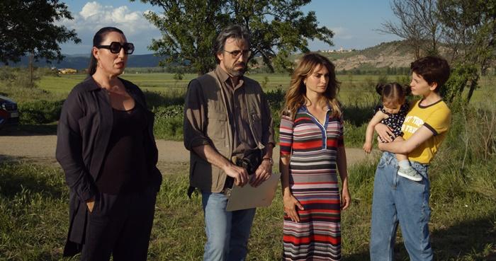 Madres Paralelas, le prime immagini del nuovo film di Pedro Almodovar con Penelope Cruz zerkalo spettacolo